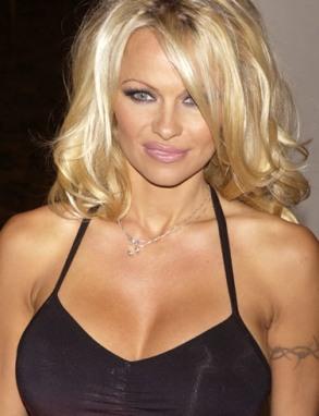 Pamela Anderson jako ikona operacji
